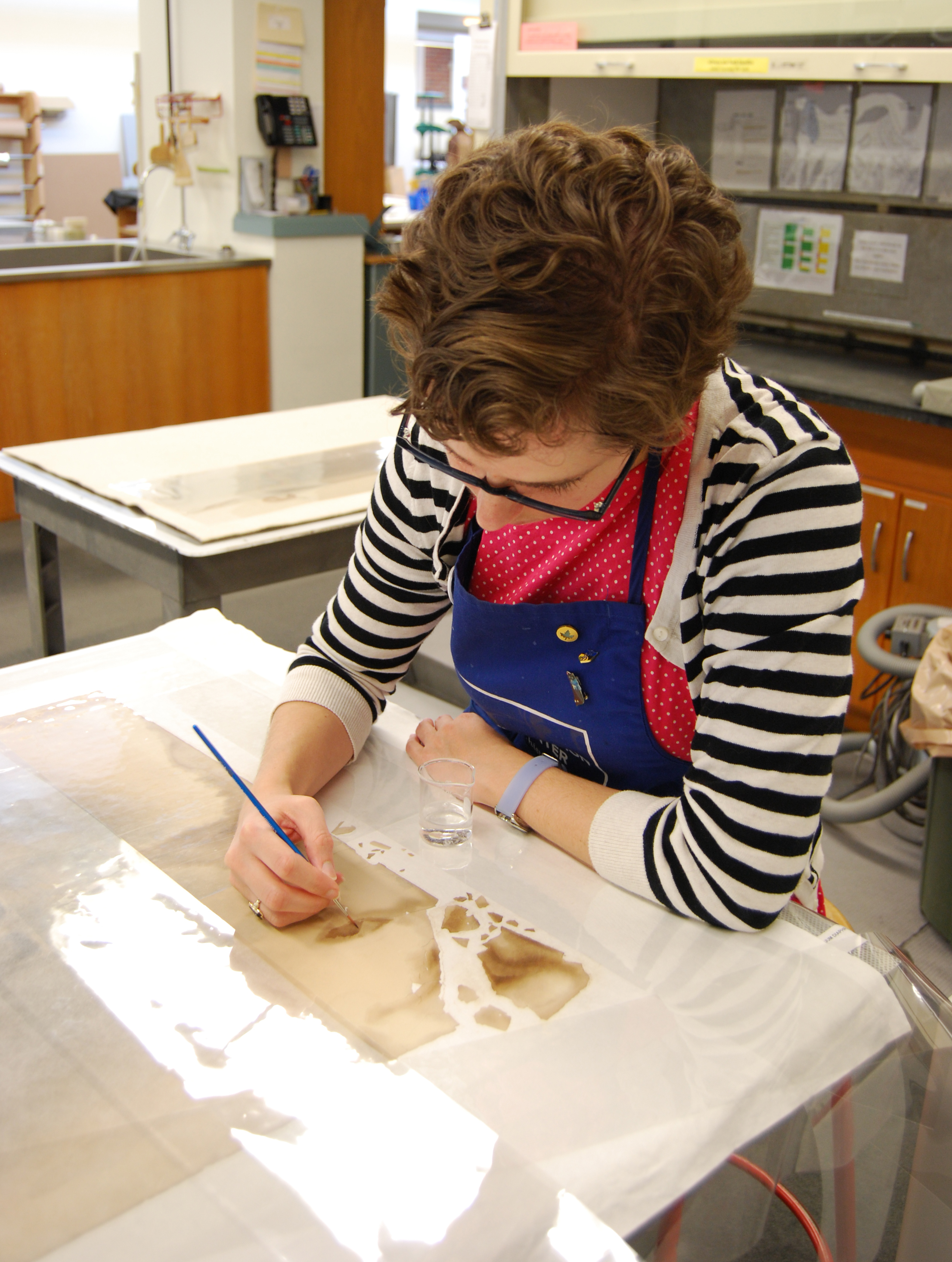 Conservator reduces stains on the portrait
